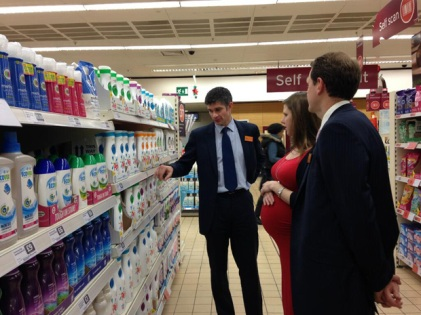 Jo Swinson at supermarket