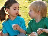 children eating yoghurt