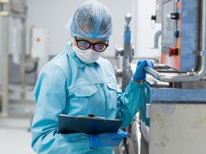 Technician in a food factory_audit_inspection_food safety